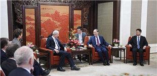 王岐山会见第十届中英政党对话英方代表团