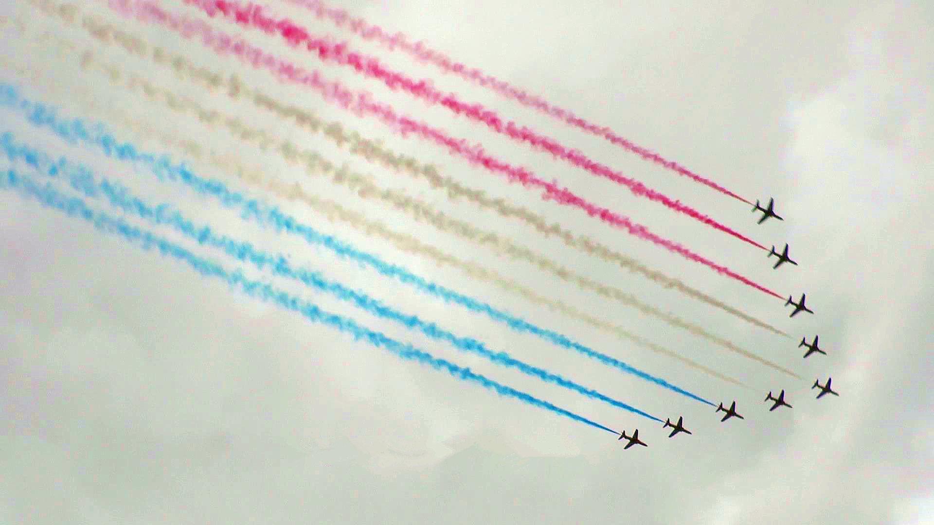 庆祝英国皇家空军成立100周年 百架飞机穿过伦敦上空